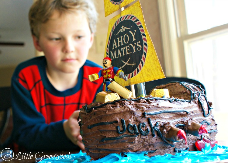 AMAZINGLY simple tutorial for How To Make A Pirate Ship Cake! Perfect for a Pirate Birthday Party! #BoyBirthdayIdeas #pirateParty #PirateShipCake