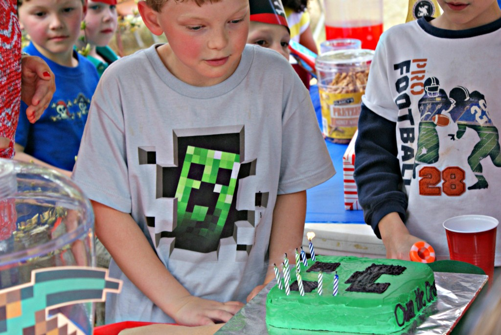 DIY minecraft party @ 3littlegreenwoods