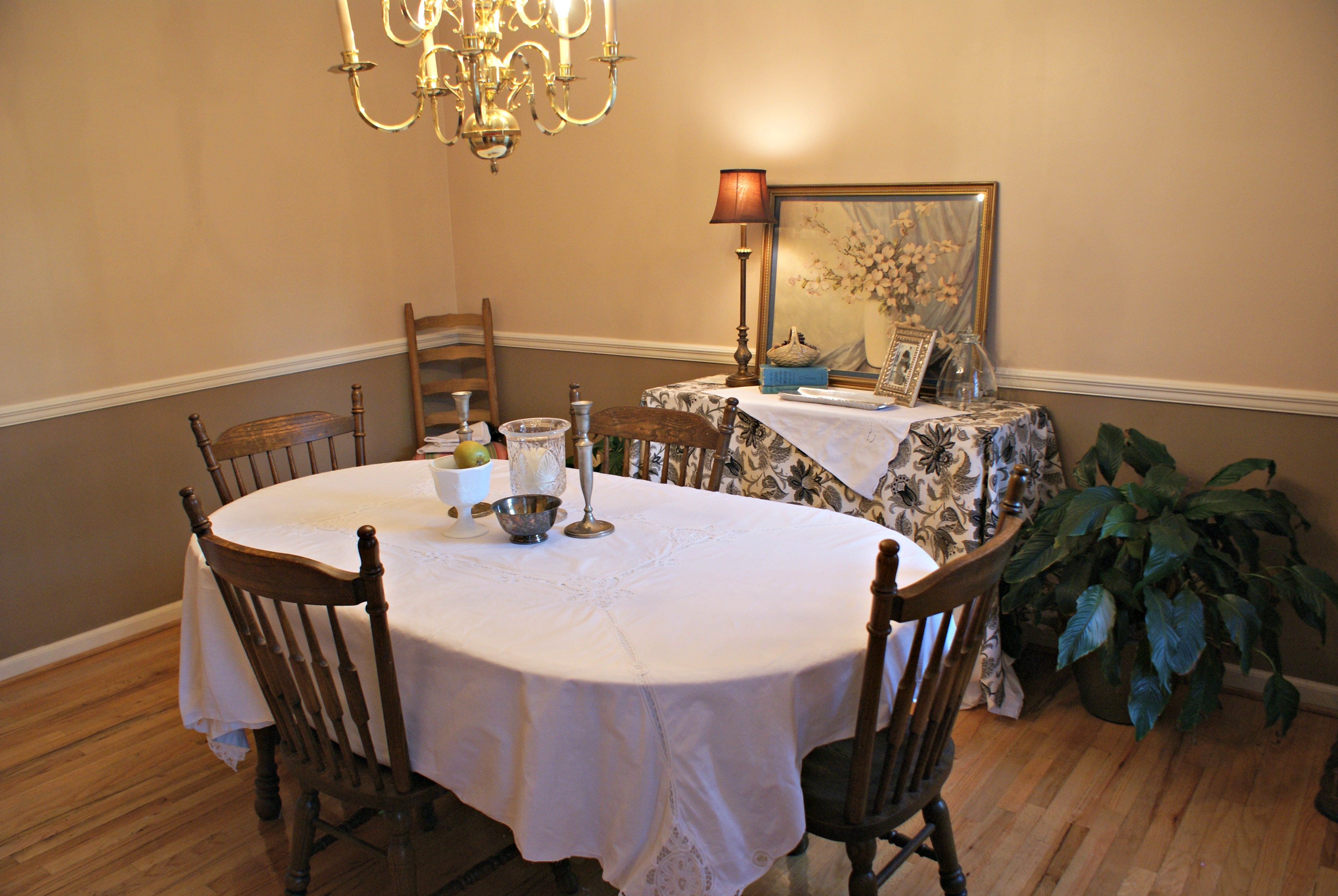A Dining Room Makeover on a Bud