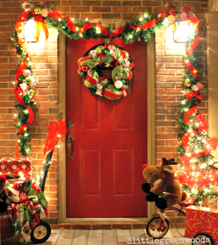 Bright and cheery christmas porch - Admirable christmas wreath decorating ideas to welcome the december ...