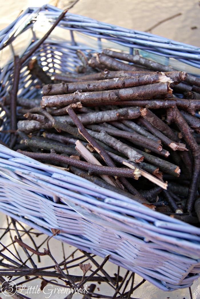 DIY Branch Basket by 3 Little Greenwoods