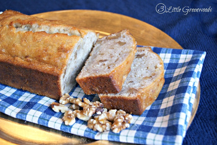 Easy Banana Bread Recipe with MIRACLE WHIP: Perfect for holiday gift giving! http://www.3littlegreenwoods.com