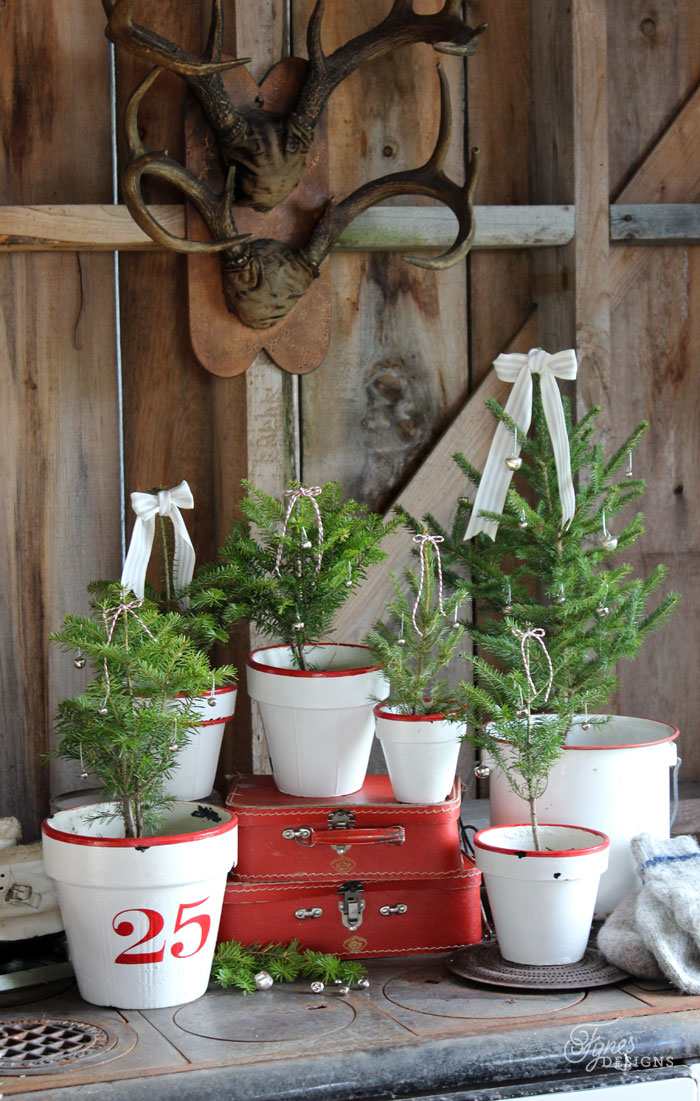 rustic-christmas-tree-pots