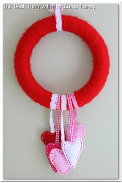 Valentine Wreath with Felt Hearts (6)