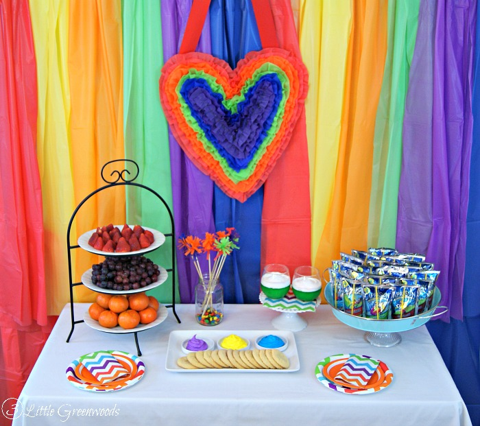 """We Heart Art"" Valentines Party: A fun, simple party plan with DIY party decor, easy snacks, and all ages art project! #CapriSunParties http://www.3littlegreenwoods.com"