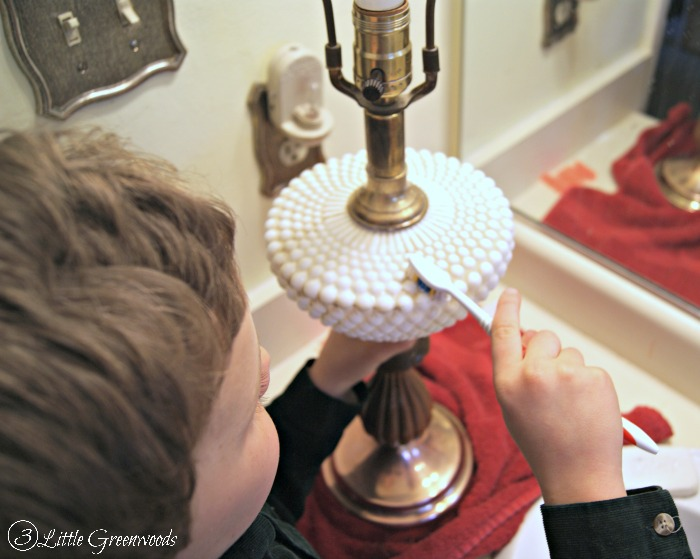 DIY Lamp Update: Milk Glass Lamps for Our Home Office Makeover http://www.3littlegreenwoods.com