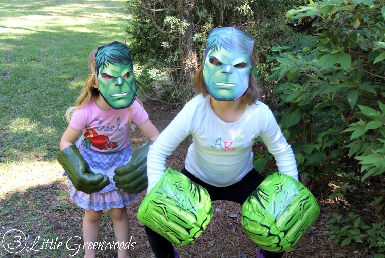 Need to plan an Avengers Party or Superheroes Party in a hurry? You will LOVE these Easy Avengers Party Ideas by 3 Little Greenwoods! Super fun Avengers Movie Marathon party plan with simple party decor, yummy Superheroes treats, and fun games! #AvengersUnite #CBias