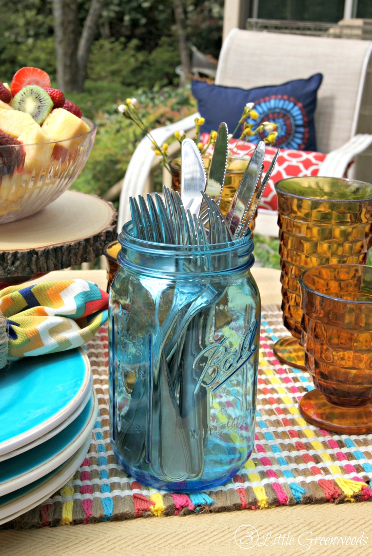 Celebrate Memorial Day, Fourth of July, and summertime! Here's how to throw a Summer Cookout Party! Summer tablescape ideas, cookout menu, and a Southern smoked bbq recipe! // 3 Little Greenwoods