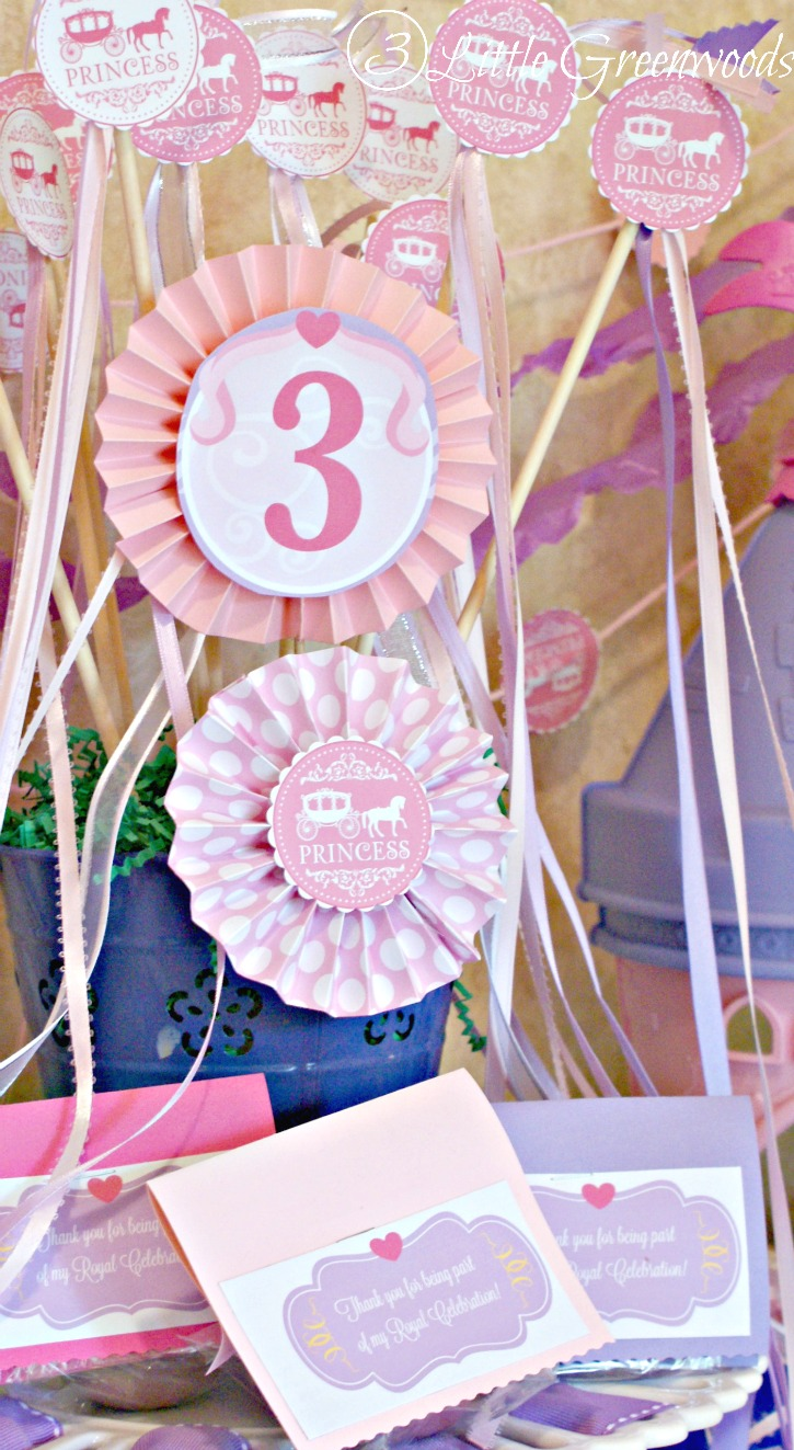 MUST PIN post for creating SImple Princess Party Favors by 3 Little Greenwoods #PrincessParty #DIYPrincessParty