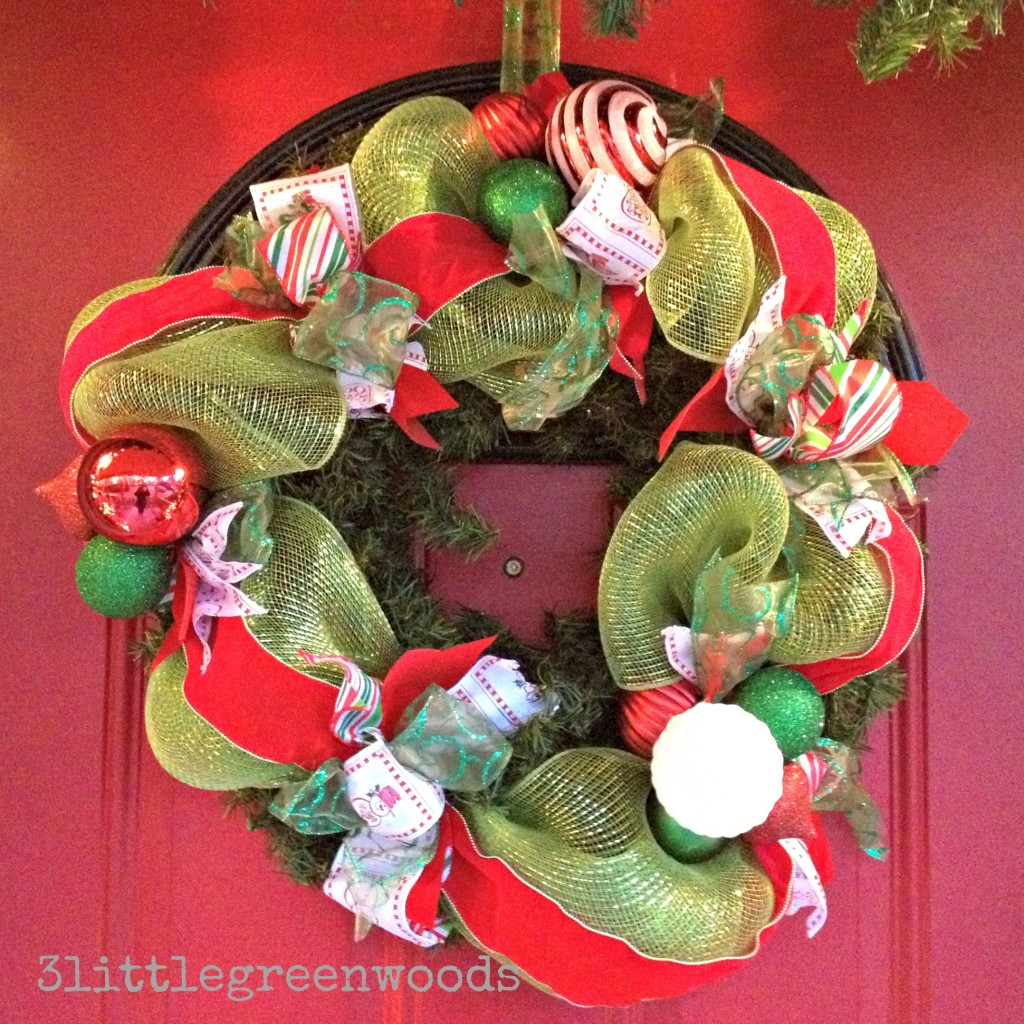 Bright and Cheery Christmas Porch @ 3littlegreenwoods