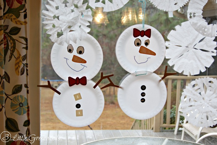 Banish the Cold Weather Blues and Build a Snowman Family ~ A Winter Craft with Hefty (easy kid craft) https://www.3littlegreenwoods.com