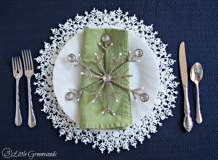 Snowflake Plate Charger {A Dollar Store Project} Add a little sparkle to your holiday table with this simple DIY project!