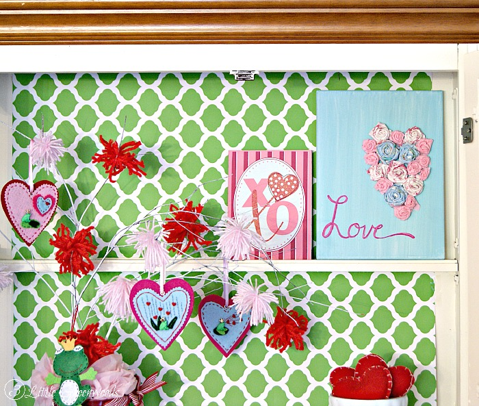 Show a Little Love: Rolled Fabric Flowers Valentine's Day Art https://www.3littlegreenwoods.com