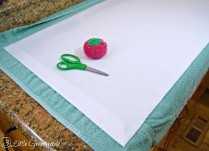 FABULOUS tutorial for DIY No Sew Table Runner! Add this inexpensive #EasterTableRunner to your #EasterDecor ! by 3 Little Greenwoods #DIYTablescape #DIYEaster
