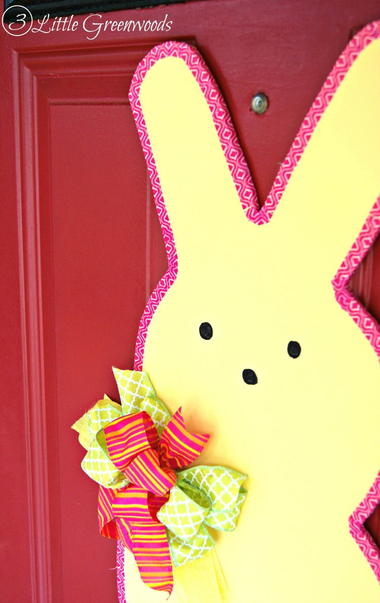 SUPER Simple tutorial to make an Easter Peeps Door Decor! Fun Easter decoration ideas that's perfect for Easter! by 3 Little Greenwoods