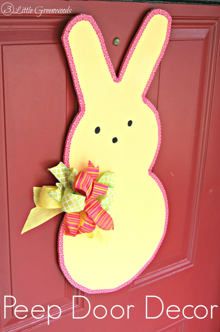 SUPER Simple tutorial to make an Easter Peeps Door Decor! Fun DIY craft thats perfect for Easter! by 3 Little Greenwoods