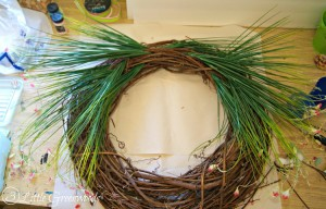 How to make a Spring Wreath in less than 10 minutes! This quick and easy wreath uses only four supplies and is a beautiful Easter wreath to dress up your front door. Perfect grass wreath to last throughout the summer! // 3 Little Greenwoods