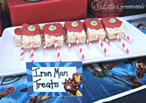 Need to plan an Avengers Party or Superheroes Party in a hurry? You will LOVE these Easy Avengers Party Ideas! Super fun Avengers Movie Marathon party plan with simple party decor, yummy Superheroes treats, and fun games! #AvengersUnite #CBias