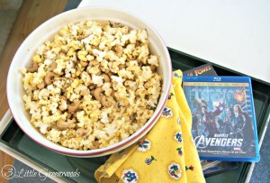 You are so going to want to make this TOTALLY addictive Sweet and Spicy Rosemary Cashew Popcorn Snack Mix by 3 Little Greenwoods #SnackMix #PopIntoSAMS #ad