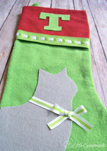 Don't forget your favorite furry friends this Christmas! Make them No-Sew Christmas Stockings for Pets by following this simple tutorial! Dog Stocking or Cat Stocking by 3 Little Greenwoods