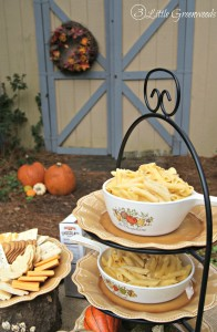 Easy Macaroni and Cheese Recipe. Perfect for a Busy Weeknight or Thanksgiving Dinner!