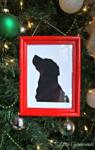 A DIY Pet Silhouette Gift that's perfect for gift giving at the holidays! Handmade Gift Idea is for the pet lovers in all our lives! // 3 Little Greenwoods