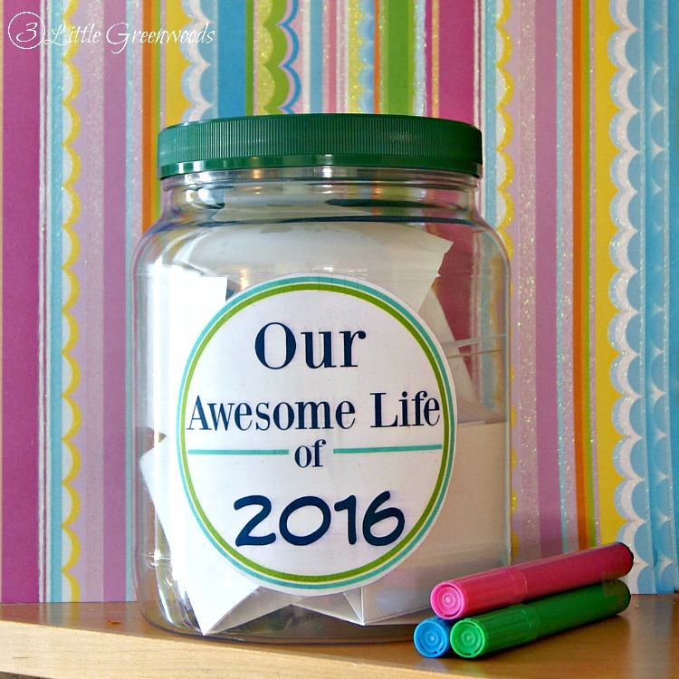 MUST pin tutorial for How to Make a Memory Jar! Super EASY way to capture your family's memories! FREE Memory Jar Printable // 3 Little Greenwoods