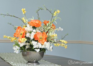 Secrets for How to Make a Floral Arrangement for Spring! Add pops of color to your home decor with this flower arranging tutorial. Perfect for floral centerpieces, wedding flower ideas, and so much more! // 3 Little Greenwoods