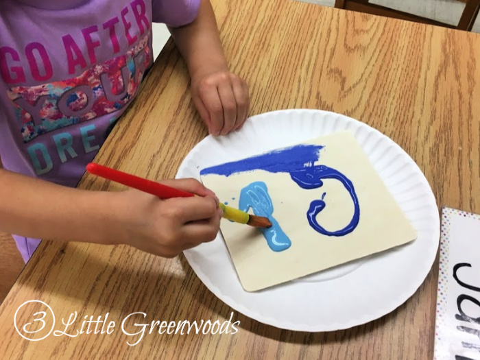 Mother's Day Crafts for Kids in Preschool! Homemade craft from kids to give to parents. Perfect for DIY gift for Mother's Day.