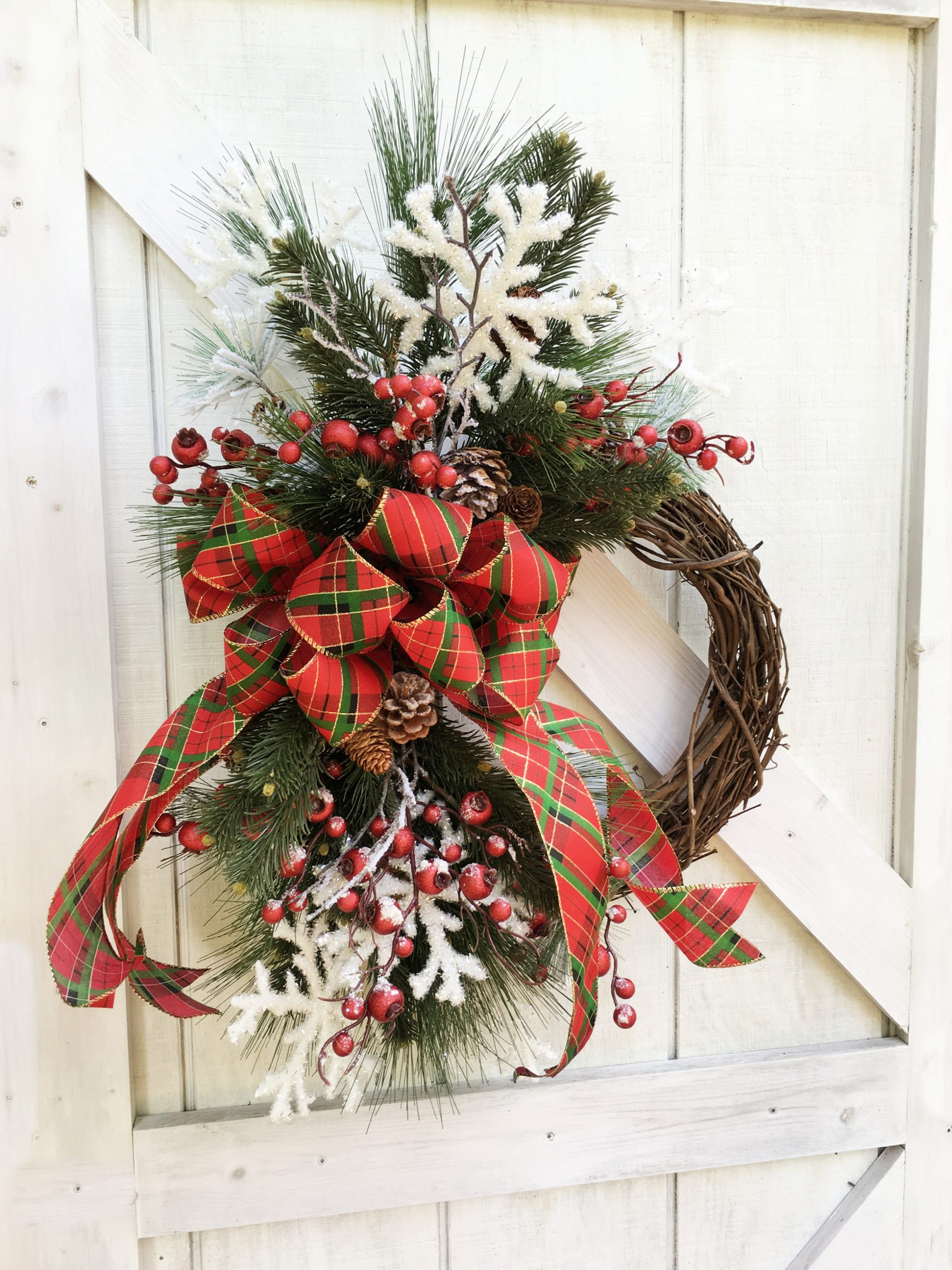How to Make a Christmas Grapevine Wreath